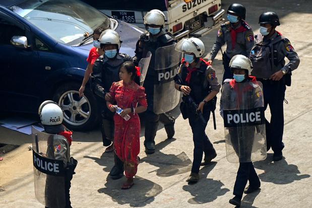 Tirs de balles en caoutchouc contre des manifestants à Rangoun