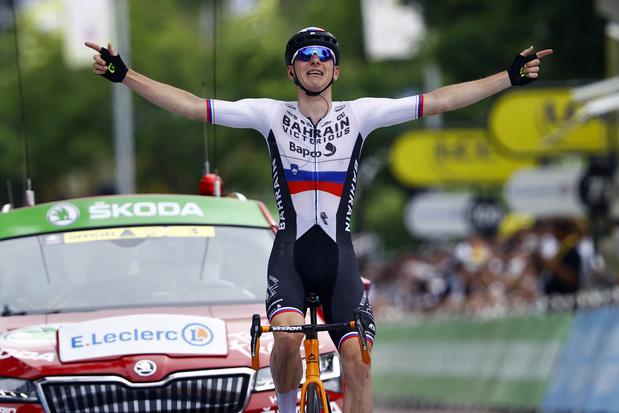 Tour: Sloveen Mohoric wint spektakelrijke overgangsrit, Van der Poel blijft in het geel