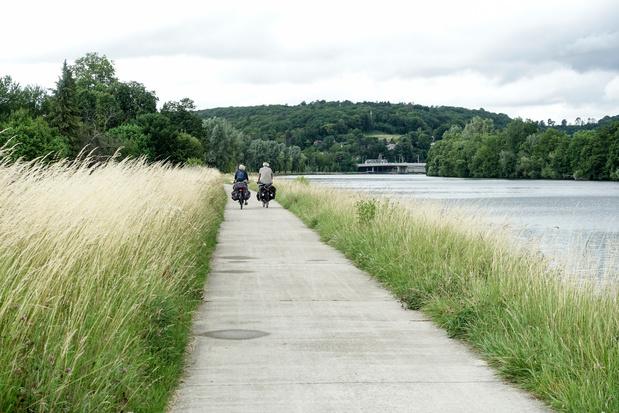 Visitez la Wallonie sans voiture, mais en train, puis à pied ou à vélo