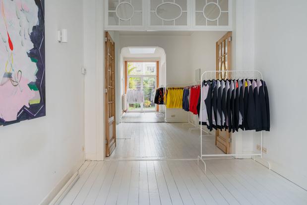 Hul je in kunst: Belgische platform 'Numbered By' maakt sweaters met kunstenaars