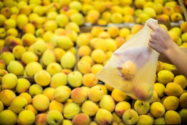 """Aldi va facturer """"symboliquement"""" les sachets des rayons fruits et légumes"""