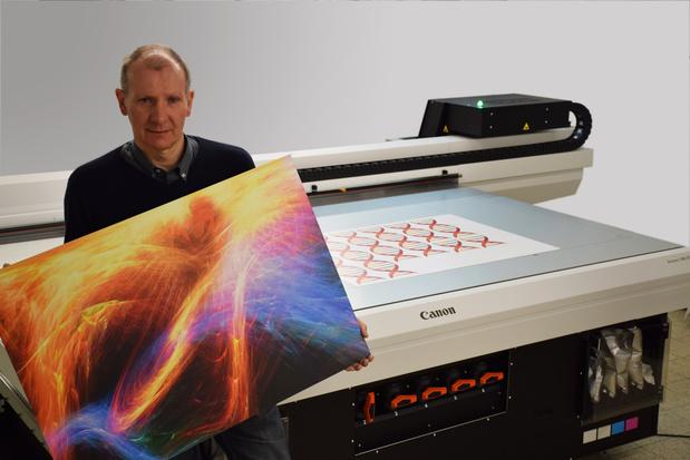 Complot choisit la nouvelle imprimante à plat Canon Arizona 1380GT.