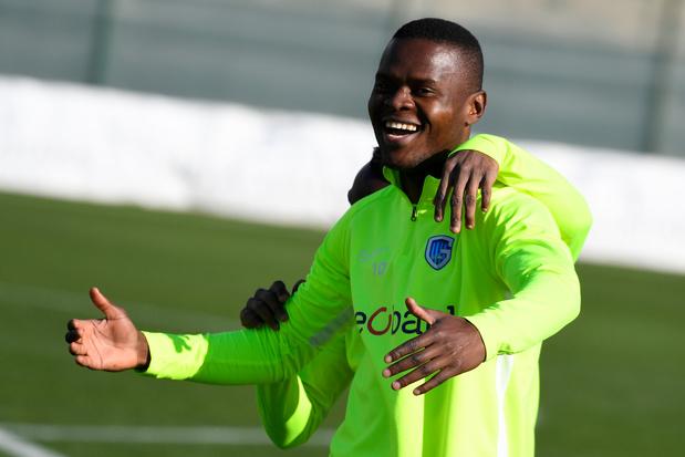 """Samatta file à Aston Villa : """"Cela signifie beaucoup pour moi"""""""