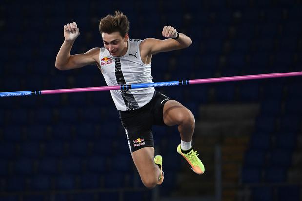 Armand Duplantis springt over 6m15, de hoogste sprong ooit in openlucht