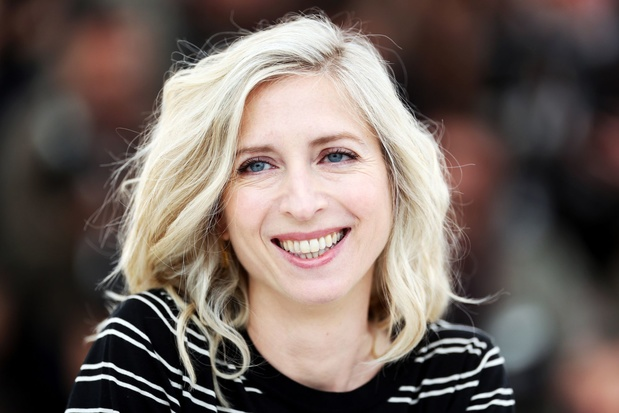 Hoe Jessica Hausner de emotionele gaten in onze samenleving probeert dicht te rijden
