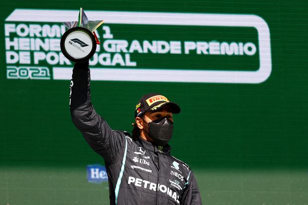 F1 Portugal: Hamilton blijft Verstappen voor en wint 97ste Grand Prix