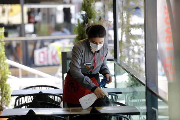 """Covid: """"des restaurants ouverts mènent à moins de contaminations"""""""