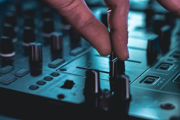 Antwerpse clubs en stadsradio's draaien samen op digitaal oudejaarsfeest