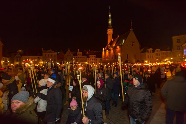Duizenden Esten komen op straat voor fakkeltocht van extreemrechts