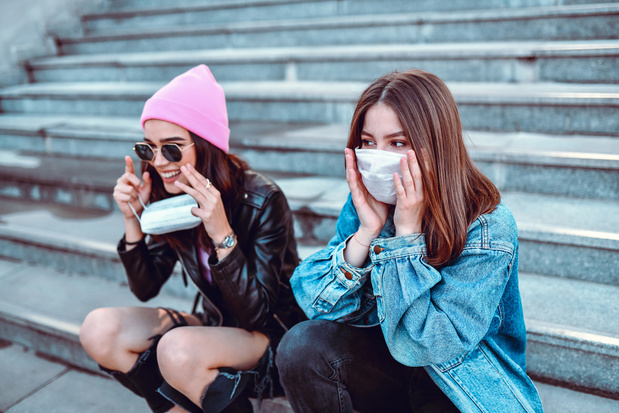 Les moins de 20 ans ont deux fois moins de risques d'attraper le coronavirus
