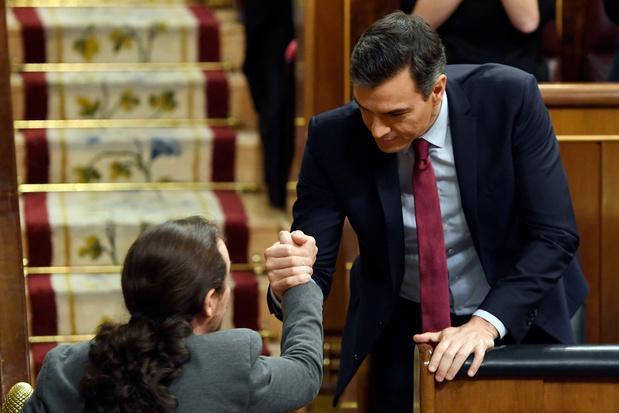 Espagne: Pedro Sanchez reconduit au pouvoir avec Podemos