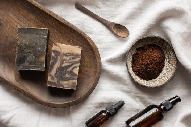 Moisturizer van koffiedik en lippenbalsem van fruitschil: ook de beautysector heeft upcycling ontdekt