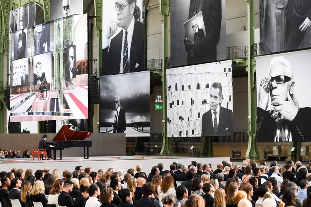 Parijs herdenkt Karl Lagerfeld