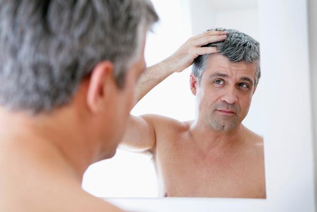 Pourquoi le stress fait-il blanchir nos cheveux?