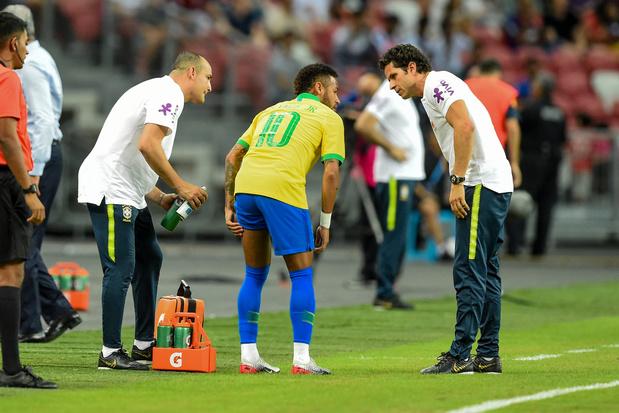 Neymar sorti sur blessure avec le Brésil