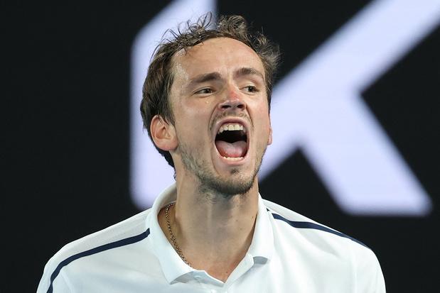 Australian Open: Medvedev kent weinig moeite met Tsitsipas en gaat door naar finale