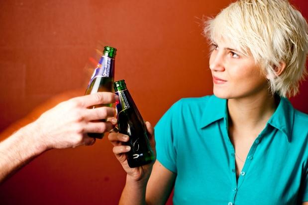 Alcohol drinken, zelfs in matige hoeveelheden, zou het risico op CVA verhogen