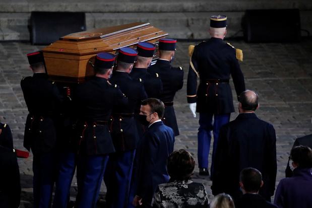 """Macron lors de l'hommage à Samuel Paty: """"Nous ne renoncerons pas aux caricatures"""""""