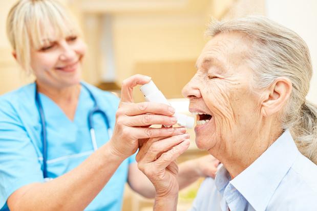 Les formations à l'utilisation des inhalateurs en cas d'asthme moins efficaces chez les personnes âgées
