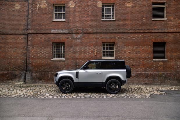 Le Defender arrive en Hybride essence ou 6 cylindres Diesel