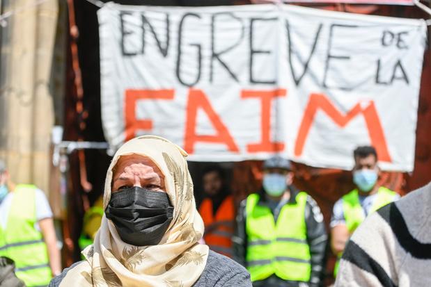 """Grève de la faim de sans-papiers: """"Soit on sort d'ici avec une carte de séjour, soit on continue jusqu'à la mort"""""""
