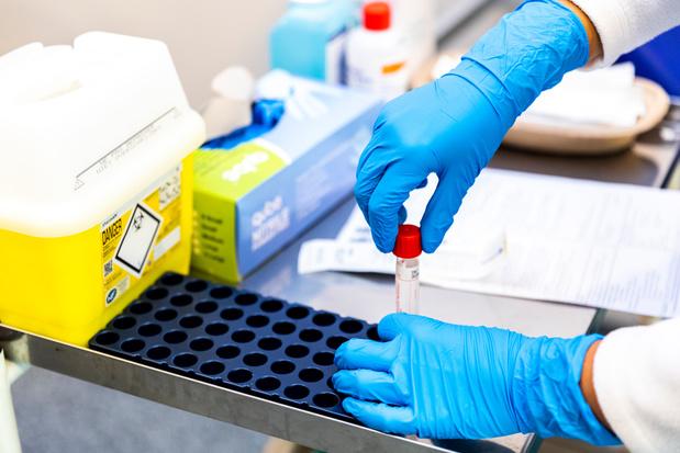 Contaminations au Covid: une hausse liée au nombre de tests ?