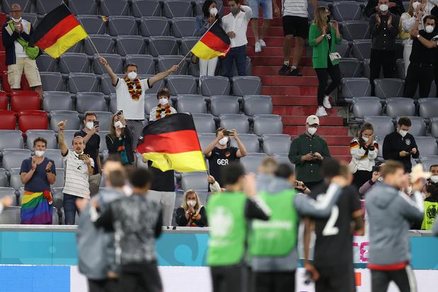 UEFA opent onderzoek naar 'incidenten' tijdens Duitsland-Hongarije