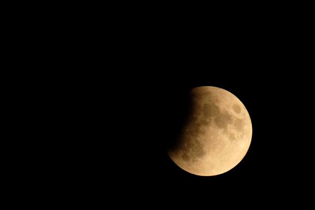 Des échantillons des missions Apollo en disent plus long sur l'âge de la Lune