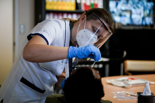 Infections au coronavirus : près de 4.500 cas détectés en moyenne par jour