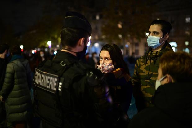 Violences policières: vive polémique en France et tolérance zéro en Belgique
