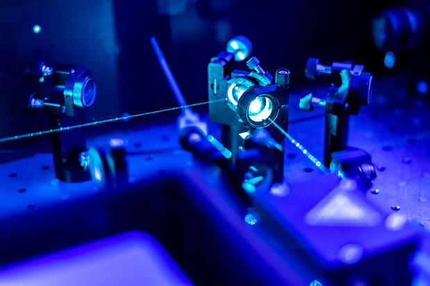 Des chercheurs de la VUB miniaturisent un ordinateur optique