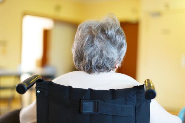 Les résidents de maisons de repos infectés et affaiblis ne sont pas hospitalisés