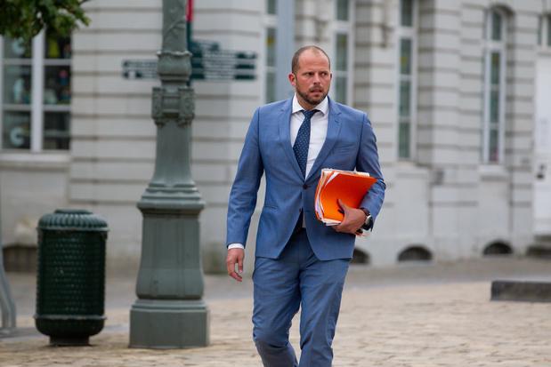 Theo Francken dénonce les 14 millions d'euros supplémentaires demandés pour Fedasil