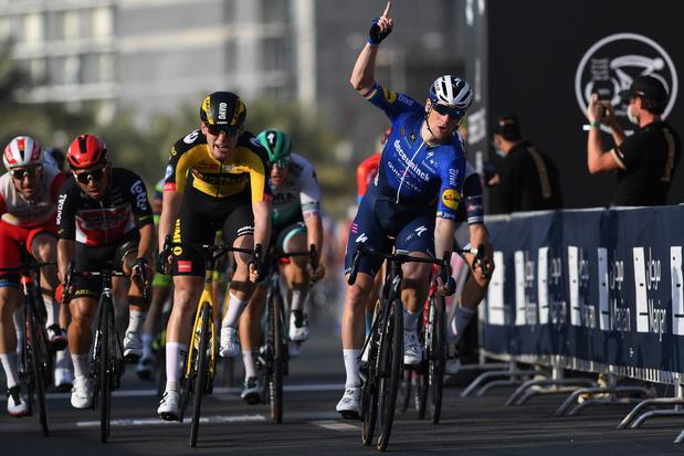 UAE Tour: Bennett sprint naar zege in vierde rit, Pogacar blijft leider