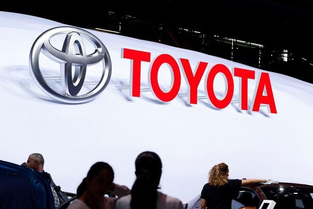 Toyota teste une voiture avec des panneaux solaires