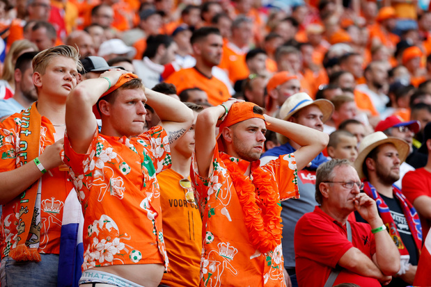 EK: Oranje gaat onderuit tegen Tsjechië na rode kaart