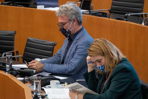 Une polémique politicienne illustre les tensions sur les tests à Bruxelles (analyse)