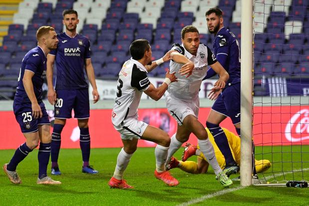 Genk wint 1-2 bij Anderlecht en komt op twee punten van leider Club Brugge