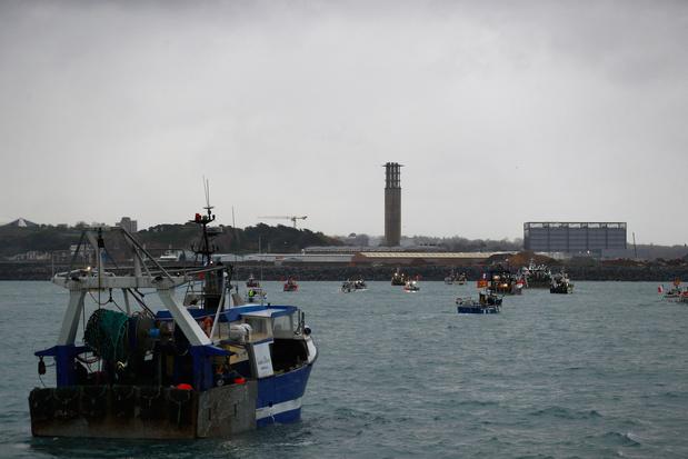 Macron en Johnson sturen patrouilleschepen naar betwist vissersgebied rond Jersey