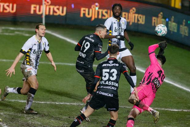 Charleroi se fait rejoindre par Zulte Waregem dans les arrêts de jeu