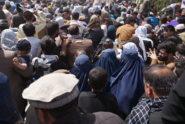 Doden in chaos aan luchthaven Kaboel - vrees voor IS-aanslag - tot dusver 108 Belgen uit Afghanistan geëvacueerd