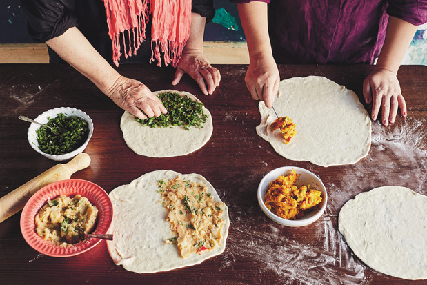 'Heerlijk om samen met vrienden en familie te maken': bolani, of gevuld naanbrood