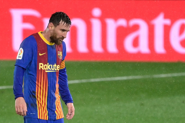 Thibaut Courtois is met Real leider na 2-1 winst in Clasico tegen Barcelona