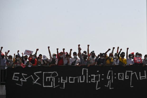 """Les manifestants se battront """"jusqu'au bout"""" malgré la répression en Birmanie"""