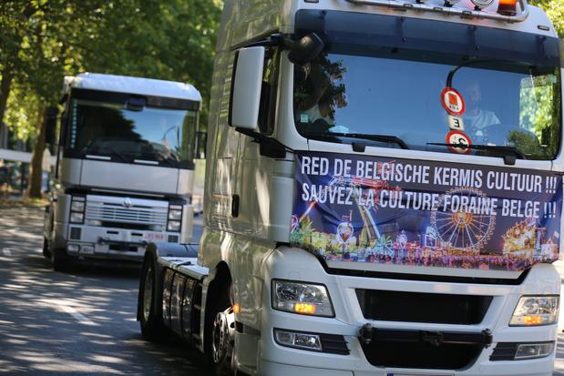 Manifestation des forains: plus de 400 camions jouent du klaxon à Bruxelles pour crier leur colère