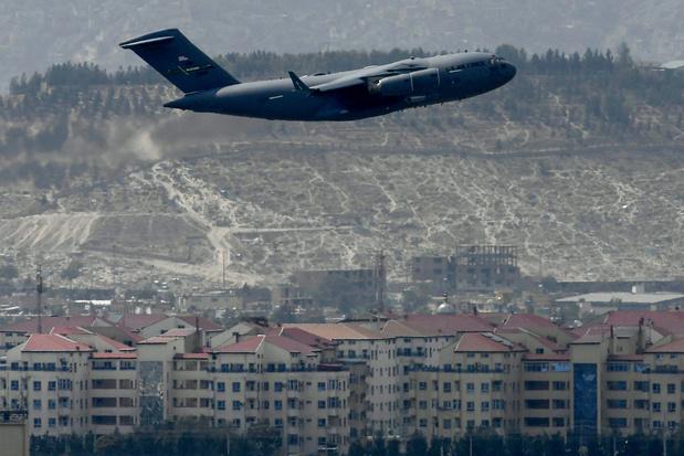 Les Américains ont quitté Kaboul, où ont résonné les tirs victorieux des talibans