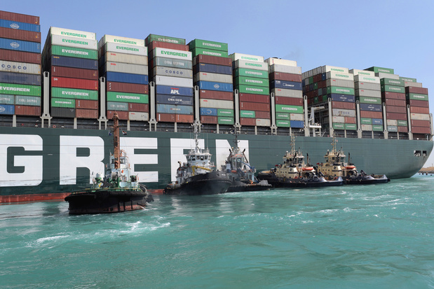 Canal de Suez paralysé: le porte-conteneurs géant remis à flot, le trafic peut reprendre (vidéos)