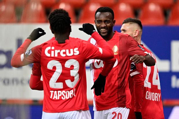 Standard wint met nieuwe coach van Waasland-Beveren: 3-1