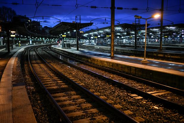 Réforme des retraites en France: peu de trains sous le sapin