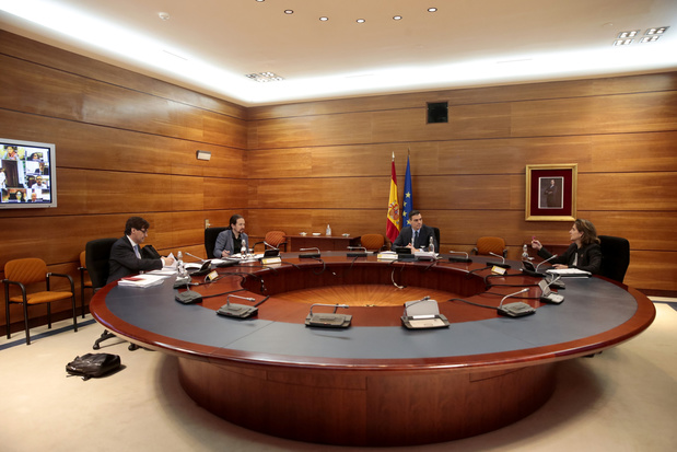 """Déconfinement """"progressif"""" par étapes jusqu'à fin juin en Espagne"""